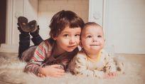 Dividere la camera: figli che condividono gli spazi