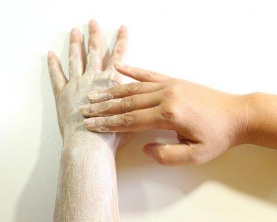 Scrub: metodo per il rinnovo della pelle