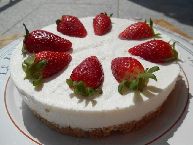 Maggio è tempo di fragole e la cheesecake è uno dei dolci più amati  quindi perché non fare un bel connubio primaverile? Tra le ricette per la festa  della
