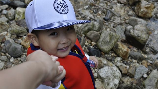 Ansia da separazione: perché i bambini soffrono il distacco?