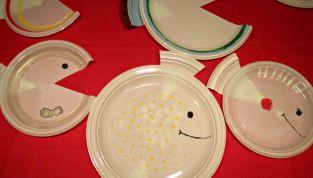 Originali addobbi di carnevale: i pesci con i piatti di plastica
