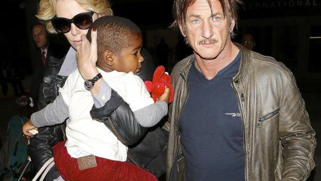 Sean Penn adotta Jackson Theron