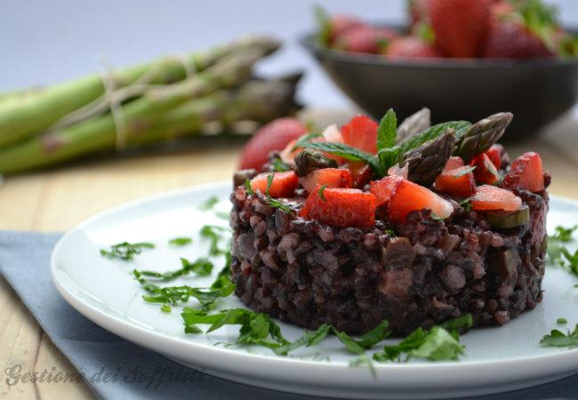 Riso venere con asparagi e fragole for Ricette risotti