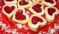 Biscotti di pasta sfoglia di San Valentino, cuori per gli innamorati