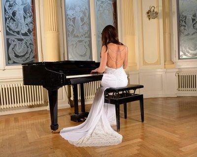 Sanremo 2015: 11 febbraio, outfit della seconda serata