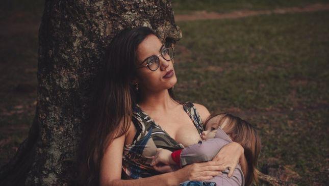 Posizioni per l'allattamento: le 4 più famose
