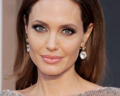 Angelina Jolie: rimozione preventiva delle ovaie