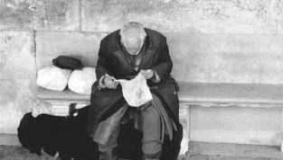 Vita da clochard: l'esistenza disagiata dei senzatetto