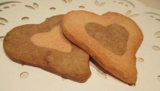 Biscotti bicolore a forma di cuore