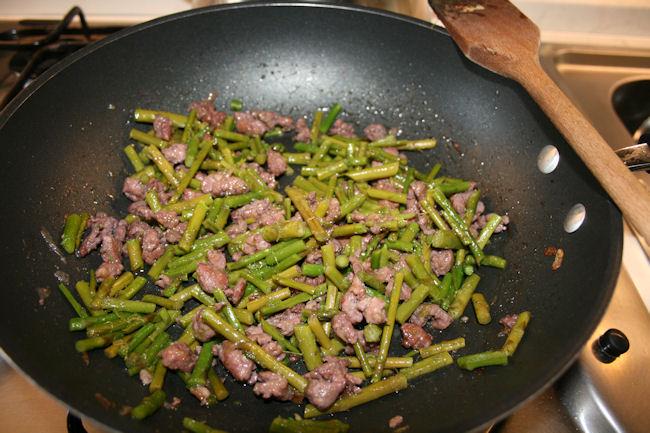 Pasta con asparagi e salsiccia una goduria per il palato - Come cucinare salsiccia ...