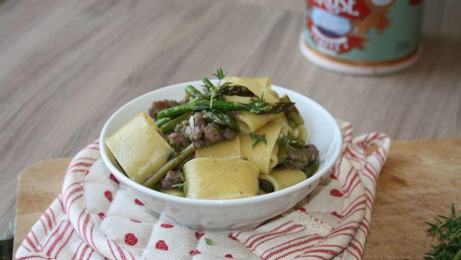 Pasta con asparagi e salsiccia, profumo di primavera