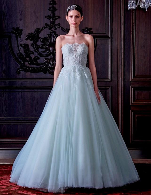 ... che firma questo bellissimo e romantico abito da sposa 2016. Come  potete vedere è un modello principesco beecebd8f86