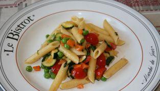Pasta fredda vegetariana il piatto della stagione calda