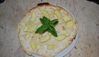 Pizza con le mele e il gorgonzola