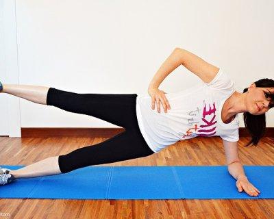 Plank laterale, l'esercizio completo per allenare il core