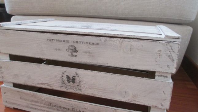 Cassetta di legno shabby chic come tavolino da salotto