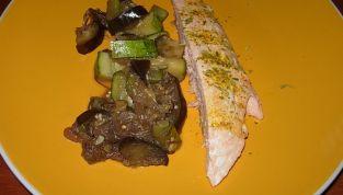 Trancio di salmone con verdure