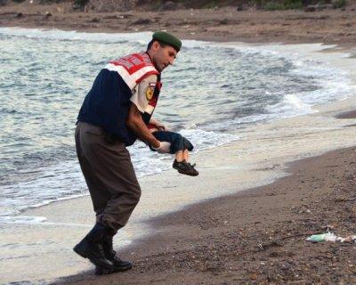 """Piccolo siriano vittima dei """"viaggi della morte"""""""