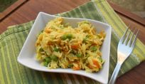 Riso basmati al curry con verdure, profumo d'oriente a tavola