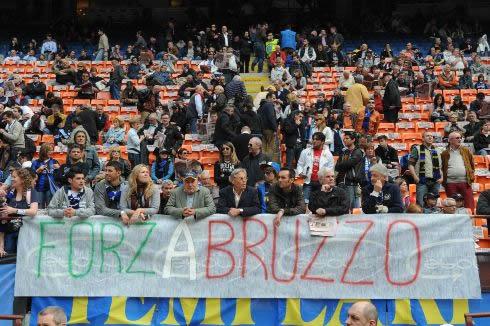 Striscioni pro Abruzzo