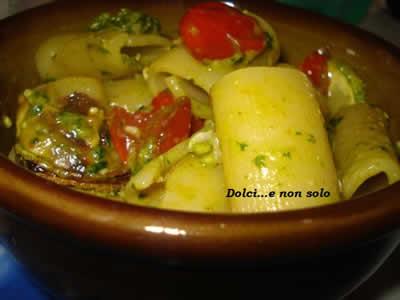 Pasta con pesto e zucchine