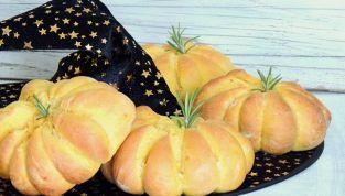 Zucchette di pane a base di zucca e carote