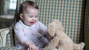 """Charlotte a 6 mesi: il """"cinguettio"""" di mamma Kate"""