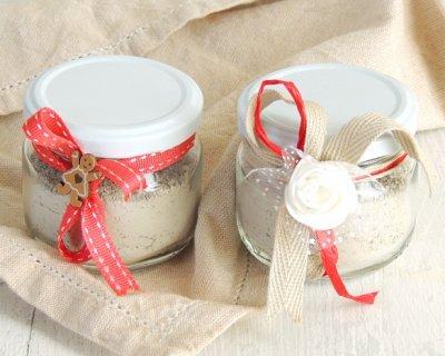 Scrub viso in barattolo con argilla e semi di papavero fatto in casa. Un regalo di Natale per le amiche