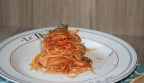 Pasta con cavolfiore e olive, un piatto popolare