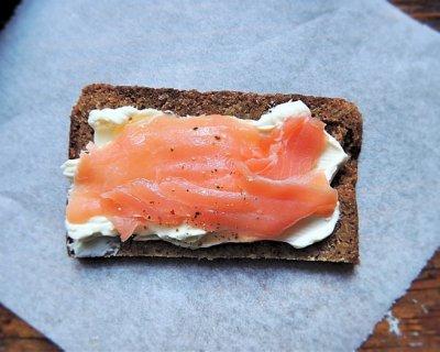 Smörgåsbord, gustose tartine danesi con salmone