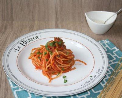 Spaghetti con sugo alle olive un gustoso piatto di pasta - Piatto della cucina povera ...