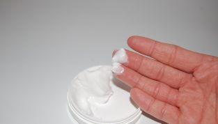 Come applicare la crema antirughe