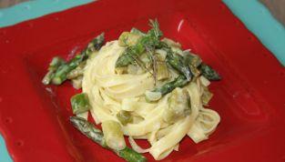 Tagliatelle con asparagi, un piatto che sa di primavera
