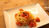 Spaghetti alla chitarra con pomodorini e capperi
