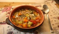 Zuppa di farro con verdure, un piatto della tradizione contadina