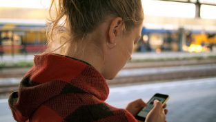 Da oggi si può ricaricare lo smartphone camminando