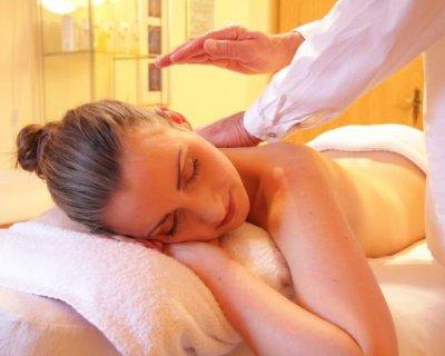 Massaggio con i morsi, l'ultimo trend dei vip