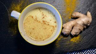 Golden milk, le mille proprietà del latte d'oro alla curcuma