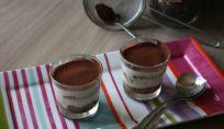 Bicchierini di tiramisu allo yogurt: un dolce light per tutta la famiglia