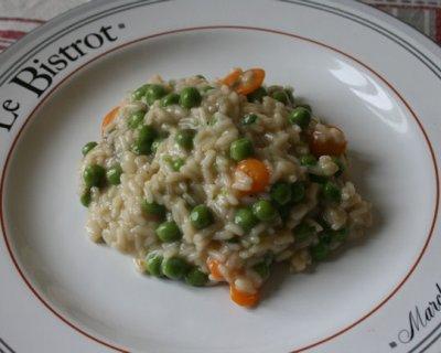Risotto con carote, piselli e crescenza un piatto che coccola il cuore