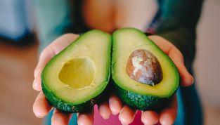 Come pulire l'avocado, l'esotico in tavola