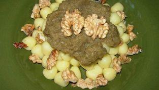 Gnocchi di patate con crema di carciofi e noci, semplicità raffinata