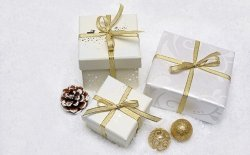 Regali di Natale sotto i 50 euro, idee e spunti per tutti