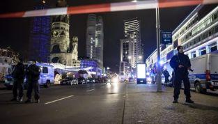 Berlino: un camion travolge la folla, 12 morti e 48 feriti