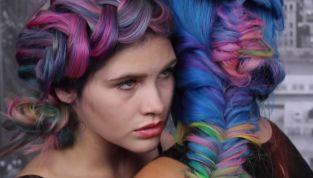 Unicorn look: capelli e trucco multicolore!