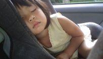 Dimenticarsi i bambini in auto