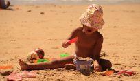 Perché i bambini mangiano la sabbia?