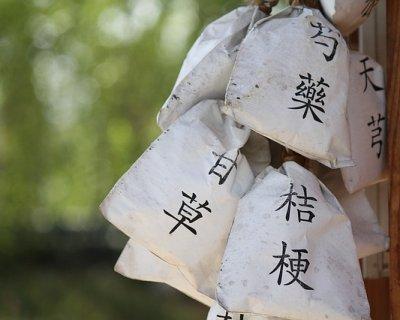 Moxibustione: i benefici di questa antica pratica della medicina tradizionale cinese