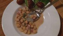 Zuppa di ceci e castagne, un piatto di stagione con tante proprietà