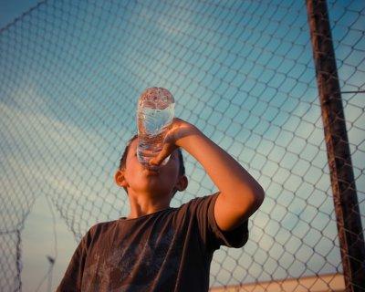 7 segnali del corpo che indicano che stai bevendo poco